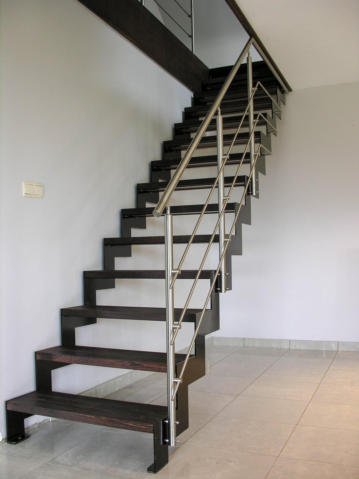 escalier droit à crémaillère noire Caen