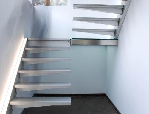 escalier suspendu droit futuriste. Black Bedroom Furniture Sets. Home Design Ideas