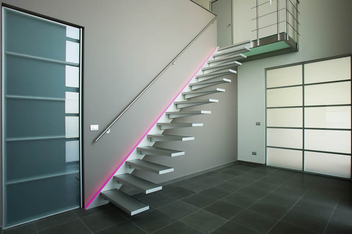 Escalier suspendu droit au design ultra moderne