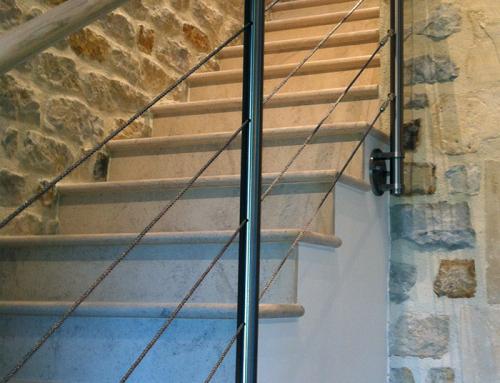 Garde corps terrasse en bois rambarde inox et cable sur terrasse for Cable pour terrasse