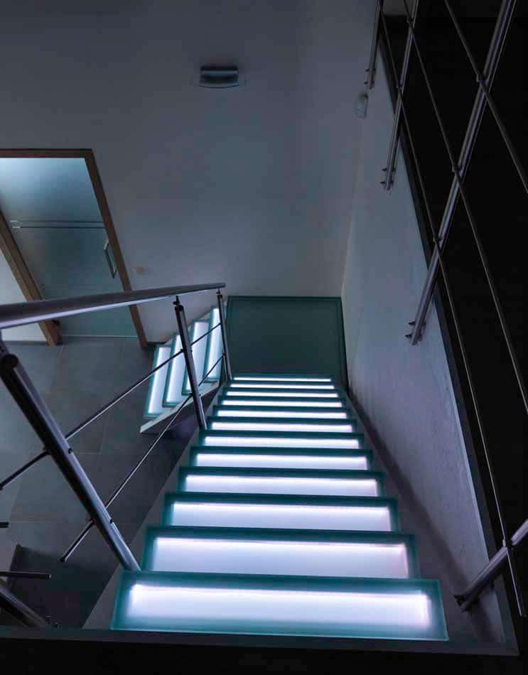 escalier en verre avec garde corps inox