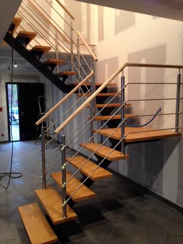 pose d 39 un escalier sur mesure un chantier divinox. Black Bedroom Furniture Sets. Home Design Ideas