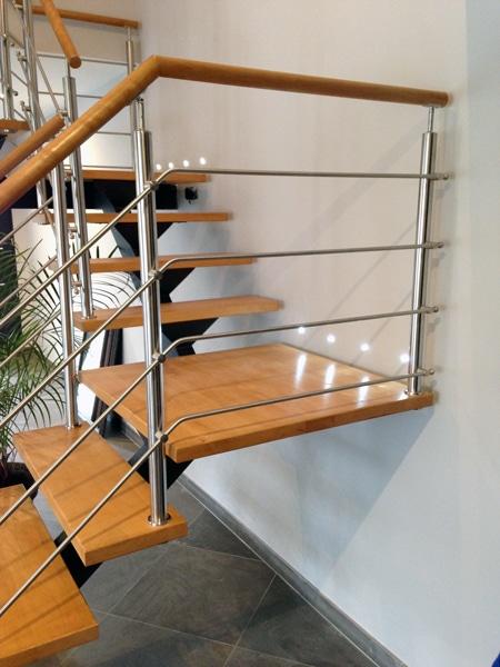 escalier avec garde-corps inox