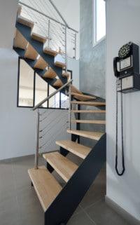 Escalier design et moderne bois metal et inox