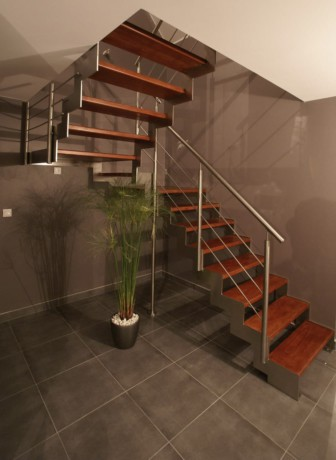 escalier marches suspendues bois