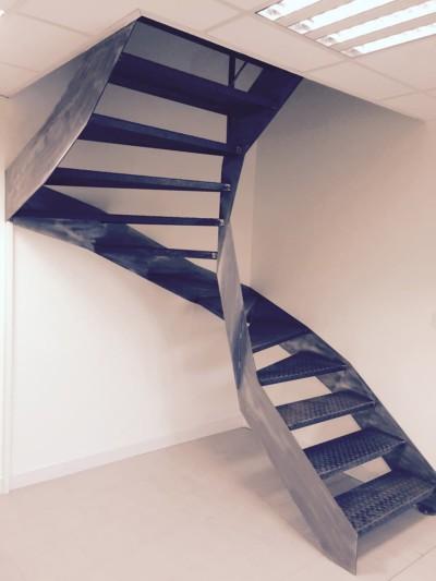 Escalier métal vernis