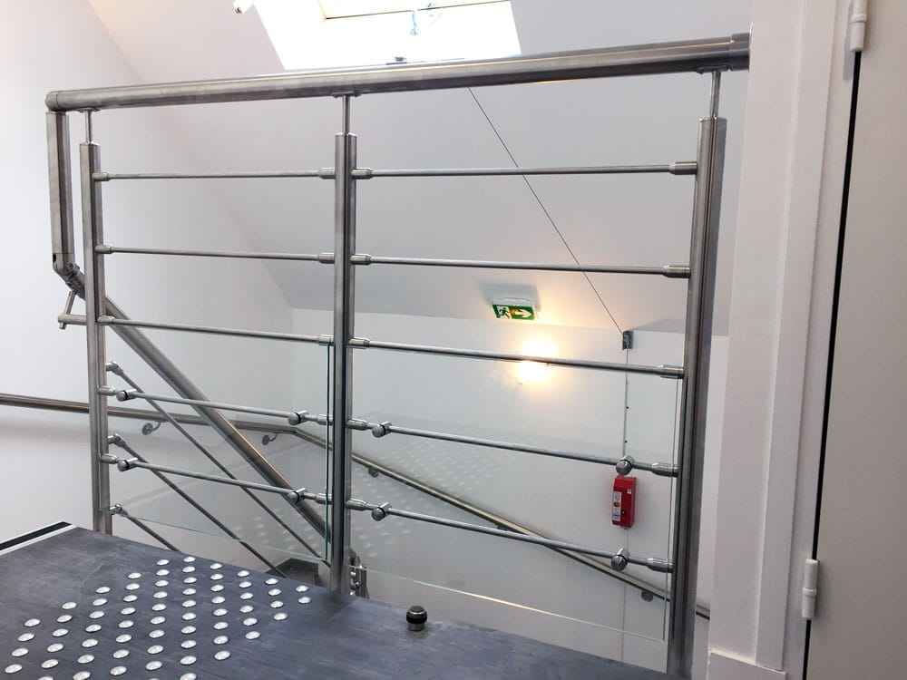 garde-corps en haut d'escalier