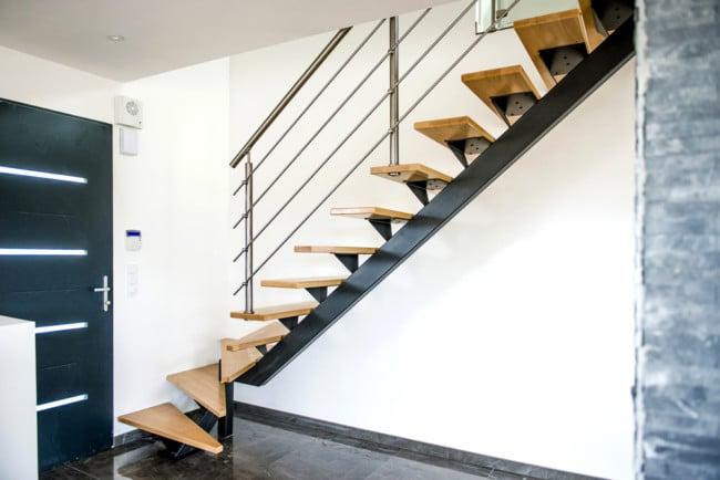 Escalier en acier et rambarde en inox