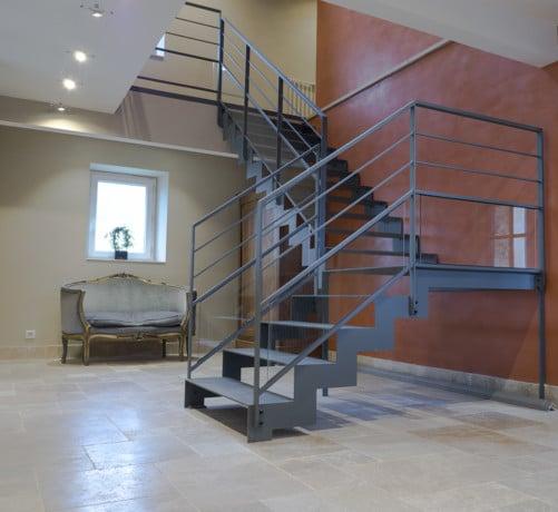 Escalier metallique gris et rambarde assortie