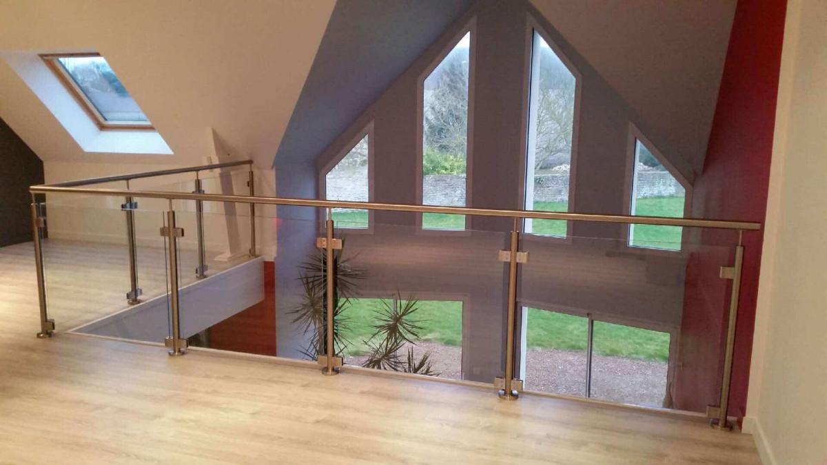 Balustrade en verre sur mezzanine