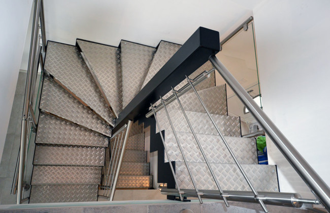 Escalier 2 quarts tournants marches métalliques