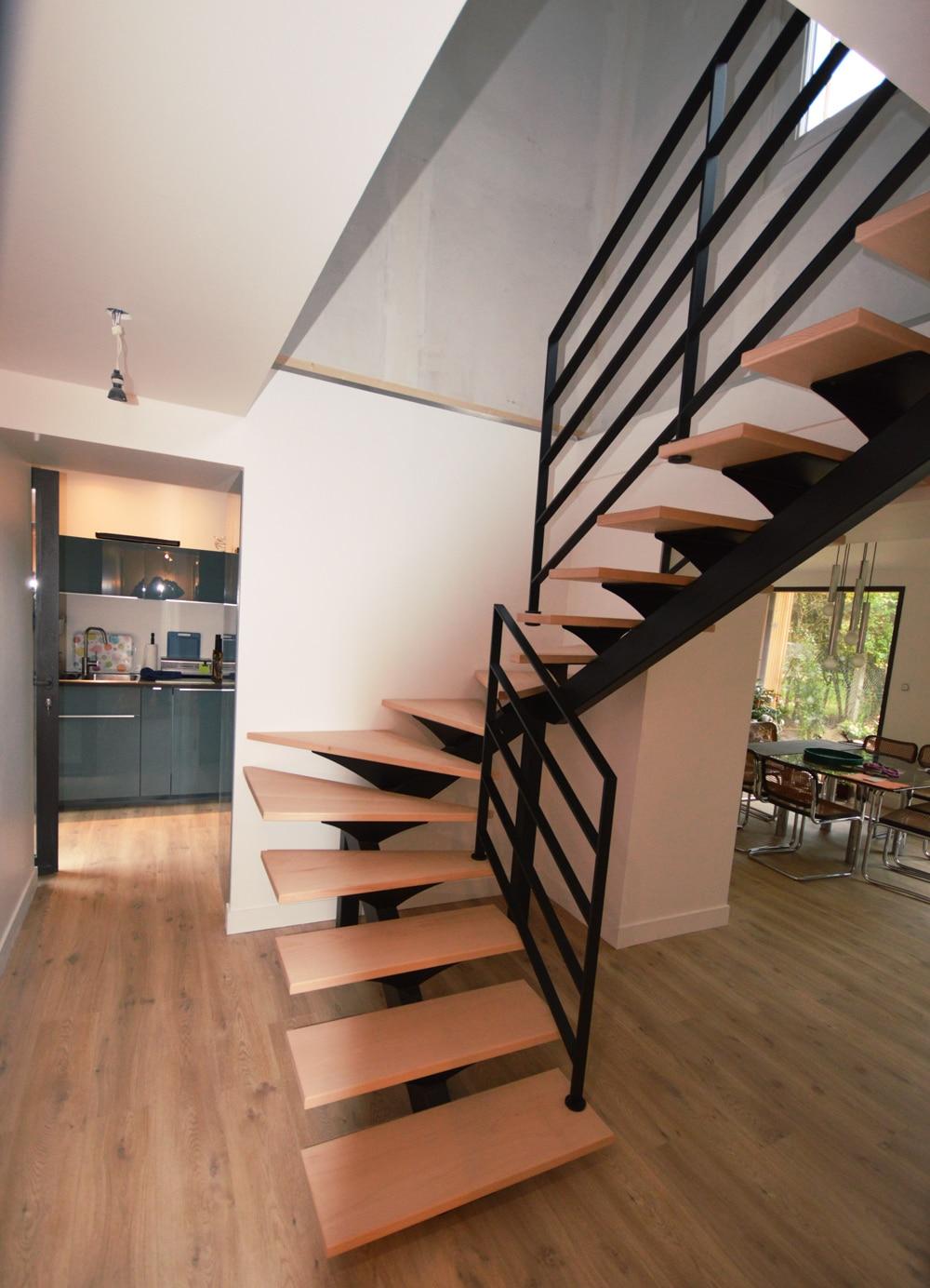 Escalier-limon-central-noir-2