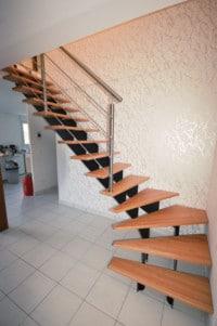 escalier-cremaillere-resserée-et-garde-corps-inox