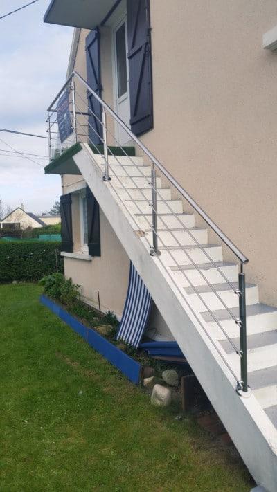 escalier-exterieur-blanc