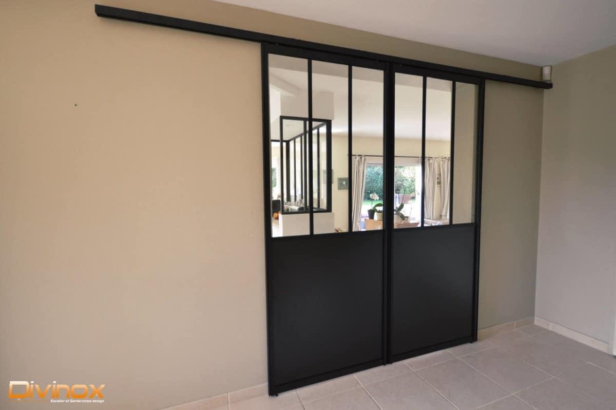 porte et verri re entre le coin cuisine et la salle manger. Black Bedroom Furniture Sets. Home Design Ideas