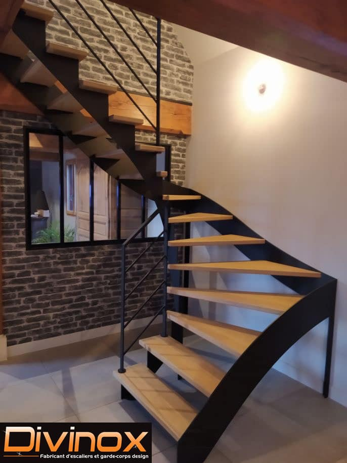Escalier crémaillère semi-resserée