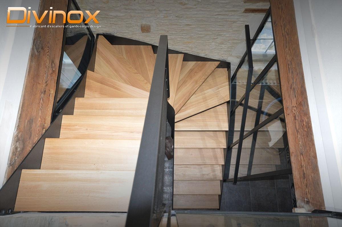 Escalier cramaillère et verrière acier