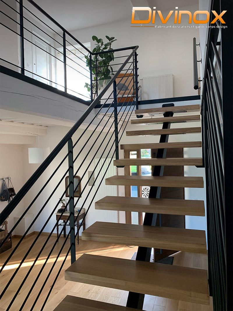 Escalier intérieur avec garde-corps barre